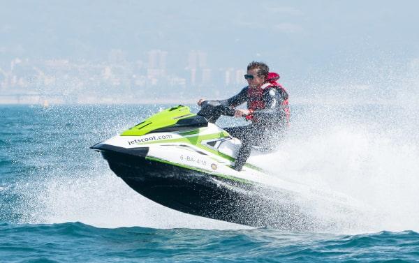 Bono de 5 horas para titulados en moto de agua Barcelona