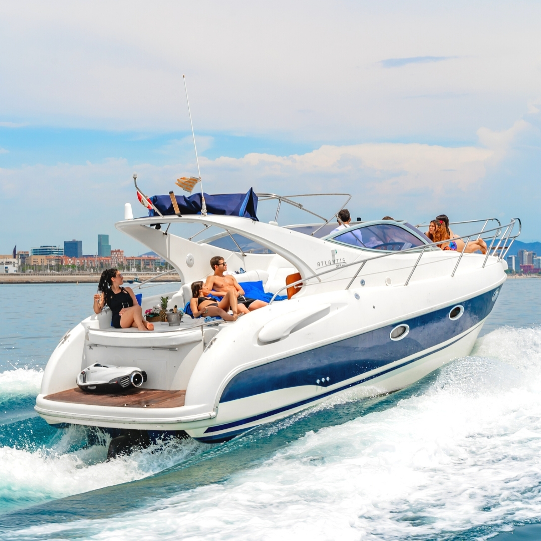 Sail on a luxury yacht in Barcelona